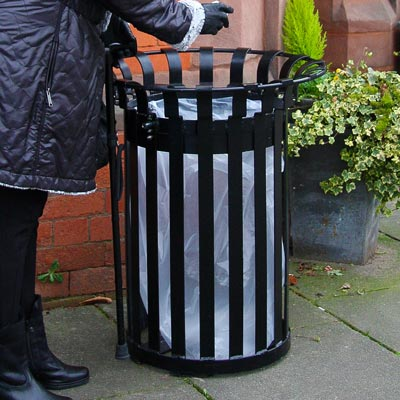 Everglade Litter Bin (85ltr) in use.